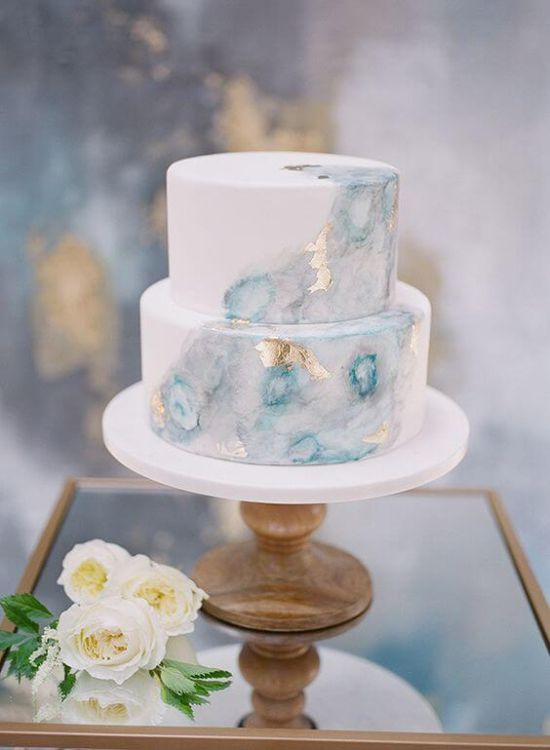 Wedding Cake Décor With Flowers