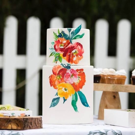 Wedding Cake Décor With Hand-Painted Flowers