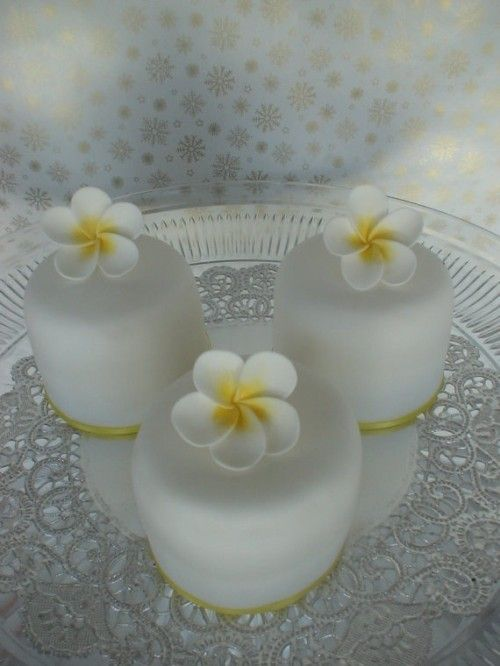 Mini White Wedding Cakes With Edible Flowers