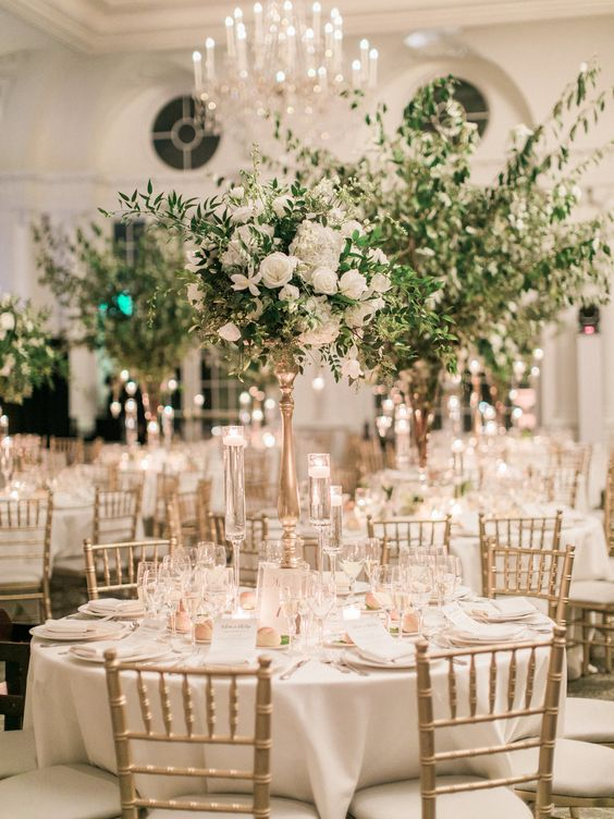 Elegant Wedding Centerpiece With Golden Table Setting