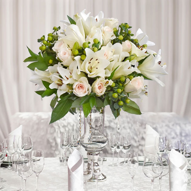 Elegant Wedding Centerpieces With Green Leaves