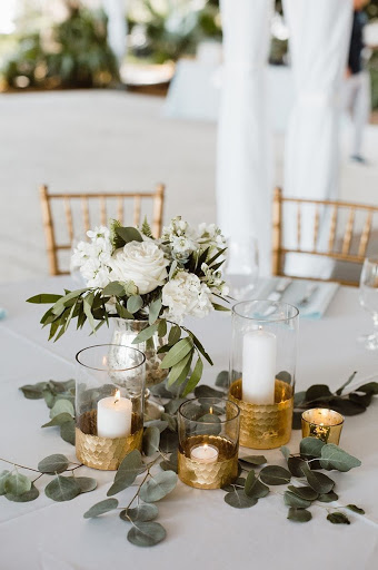 Elegant White Wedding Centerpiece With Clear Gold Glasses And Candles
